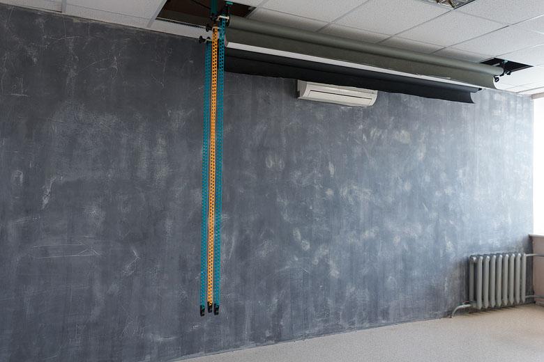 фактурная стена в студии